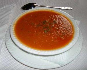 Суп из свежих томатов с грибами