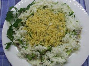 Салат из телятины с луком и огурцом