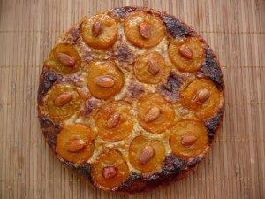 Миндальный пирог с абрикосами
