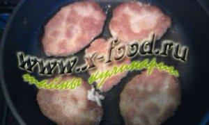 Пряный кефир с кукурузными лепешками