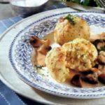 Хлебные кнедли с грибным рагу