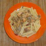 Паста с грибами, курицей и фасолью