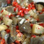Баклажановый салат с луком и перцем