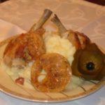 Карамельная курочка с лимоном и картофельным пюре
