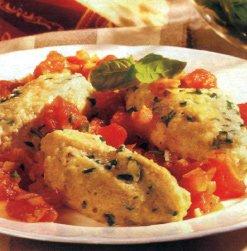 Сырные кнедли с рагу из томатов