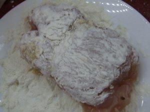Рулетики из индейки с сыром и грушами