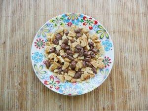 Брауни с изюмом и печеньем
