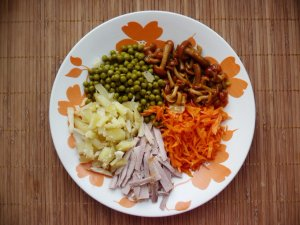 Салат из корейской моркови с опятами