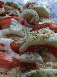 Кабачки, запеченные с помидорами в сливках и яйце