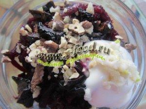 Салат с черносливом и орехами