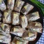 Канапе с сельдью и укропным маслом