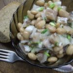 Салат селедочный с фасолью